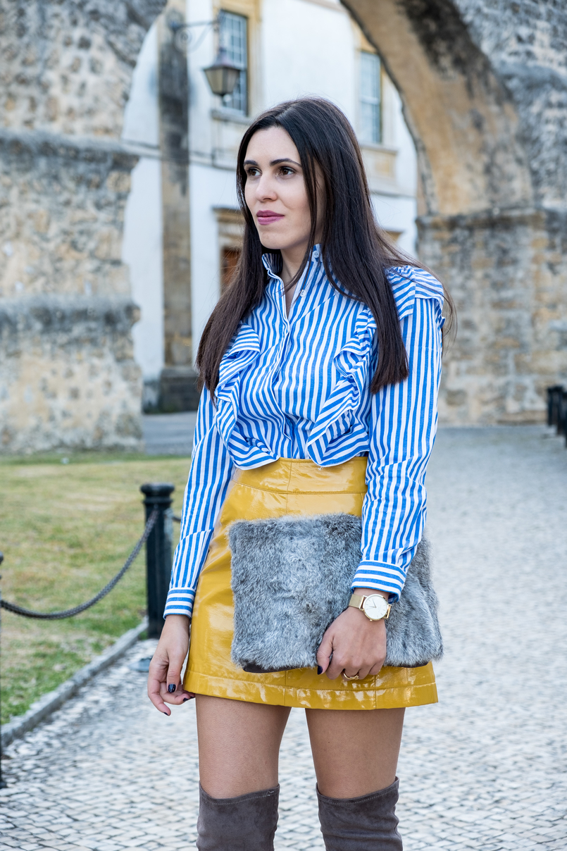 Le Fashionaire On trend: Vinyl white blue vertical stripes ruffles shein shirt yellow vinyl sfera skirt gold watch rosefield watches faux fur grey sfera clutch 4174 EN 805x1208
