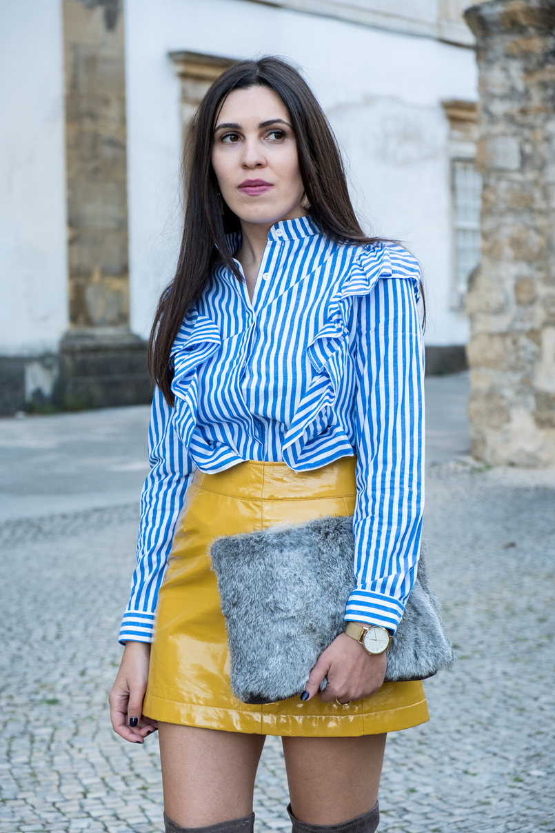 Le Fashionaire On trend: Vinyl white blue vertical stripes ruffles shein shirt yellow vinyl sfera skirt gold watch rosefield watches faux fur grey sfera clutch 4181 EN 805x1208