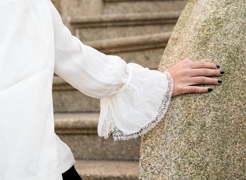 Le Fashionaire Where to shop for cool clothes? white cape gold buttons shein blazer white silk ruffles lace massimo dutti shirt 0447 EN 805x590