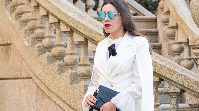 Le Fashionaire Where to shop for cool clothes? white cape gold buttons shein blazer white silk ruffles lace massimo dutti shirt mirrored sunnies cat eye fake leather black parfois clutch 0428F EN 805x450