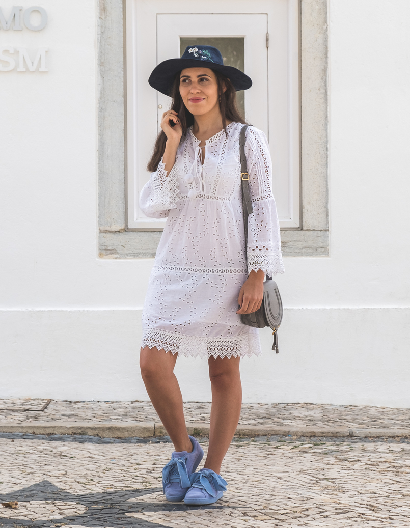 Le Fashionaire How to wear the same dress in a different way white mango pompom embroidered english dress puma suede heart lavender velvet ribbons sneakers chloe mini marcie grey leather 5617 EN 805x1037