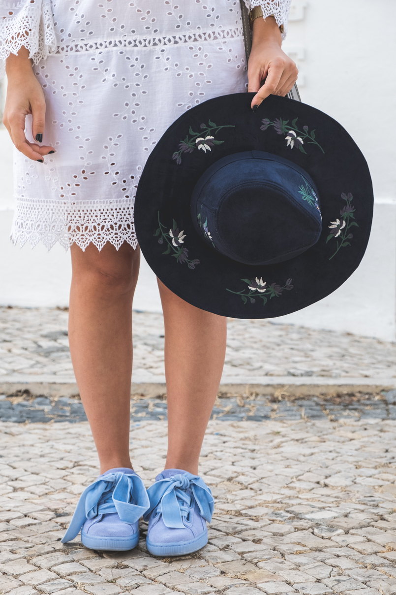 Le Fashionaire How to wear the same dress in a different way white mango pompom embroidered english dress puma suede heart lavender velvet ribbons sneakers dark blue flowers embroidered sfera hat 5605 EN 805x1208