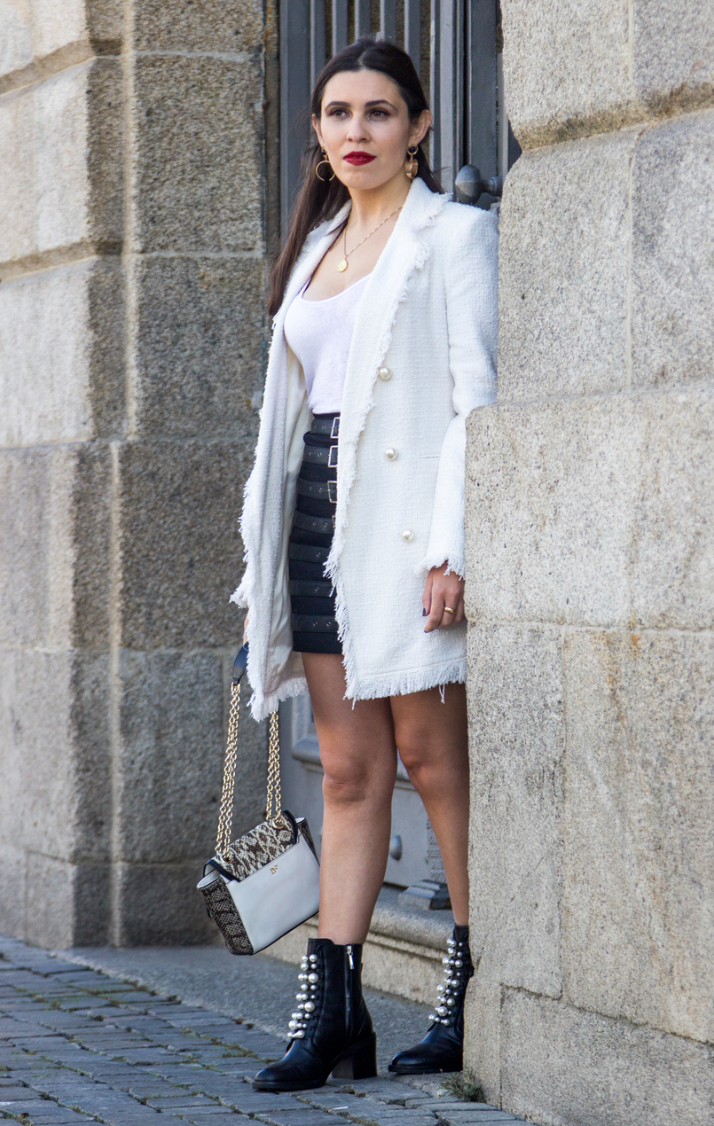Le Fashionaire What i wore on Portugal Fashion: Day 1 white tweed pearls zara coat black buckles asos skirt black leather boots white pearls fall zara white linen zara tank top 8443 EN 805x1270