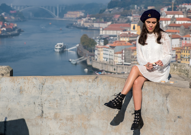 Le Fashionaire Have you tried the new Caudalie French Kiss Lip balm? white zara embroidered dress dark blue wool mango beret ankle boots pearls black zara lip balm french kiss caudalie oporto landscape douro river 5344 EN 805x570