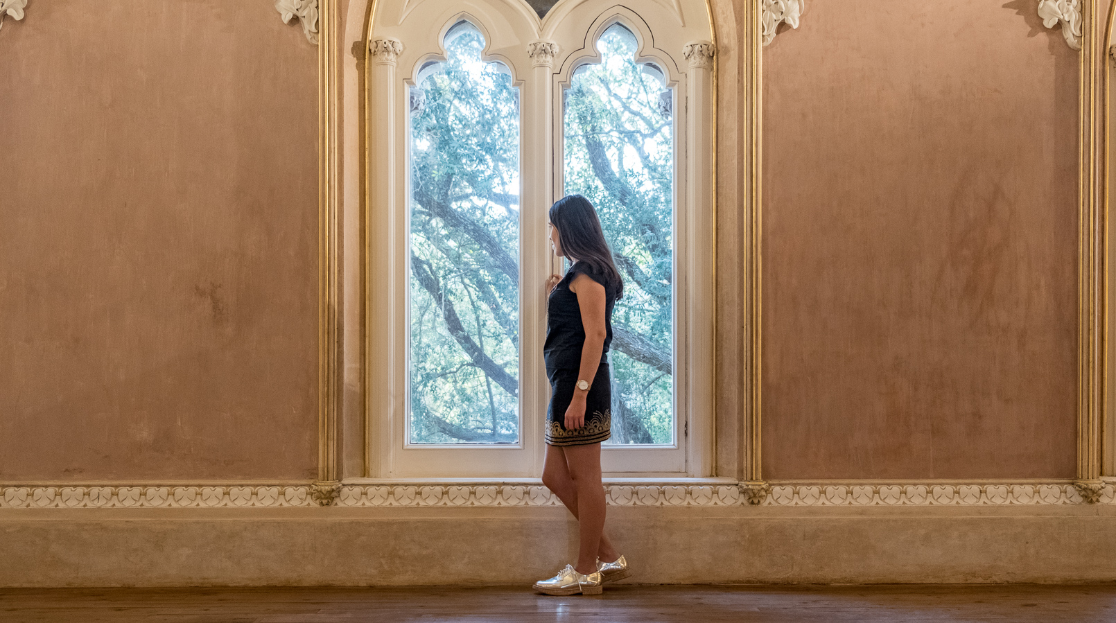 Le Fashionaire Monserrate: a palace for fairy tales window blogger catarine martins black gold embroidered arabic mango dress gold oxford mango shoes monserrate palace 6131F EN