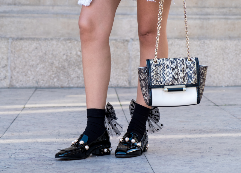 Le Fashionaire Where to find cool socks for fall? black big bow dots calzedonia socks vinil pearls shein black gold shoes white leather snake print diane von furstenberg bag 1829 EN 805x580