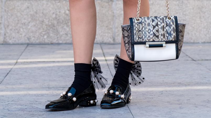 Le Fashionaire Where to find cool socks for fall? black big bow dots calzedonia socks vinil pearls shein black gold shoes white leather snake print diane von furstenberg bag 1829F EN 805x450
