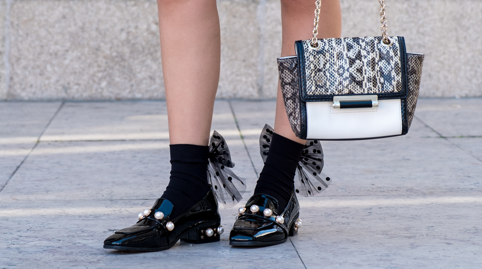 Le Fashionaire Where to find cool socks for fall? black big bow dots calzedonia socks vinil pearls shein black gold shoes white leather snake print diane von furstenberg bag 1829F EN