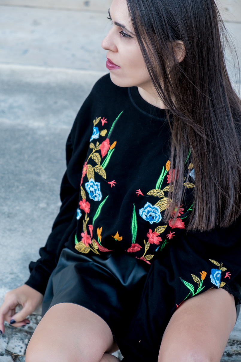 Le Fashionaire What we can learn from Ming Xi's fail on Victoria's Secret show black colorful flowers embroidered zara jumper 4006 EN 805x1208