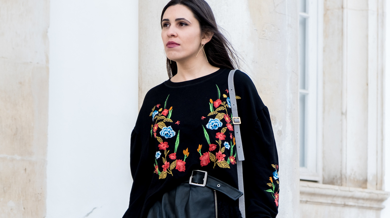 Le Fashionaire What we can learn from Ming Xi's fail on Victoria's Secret show black colorful flowers embroidered zara jumper fake leather black lace belt skirt zara chloe mini marcie grey leather bag gold hm earrings 3992F EN 805x450