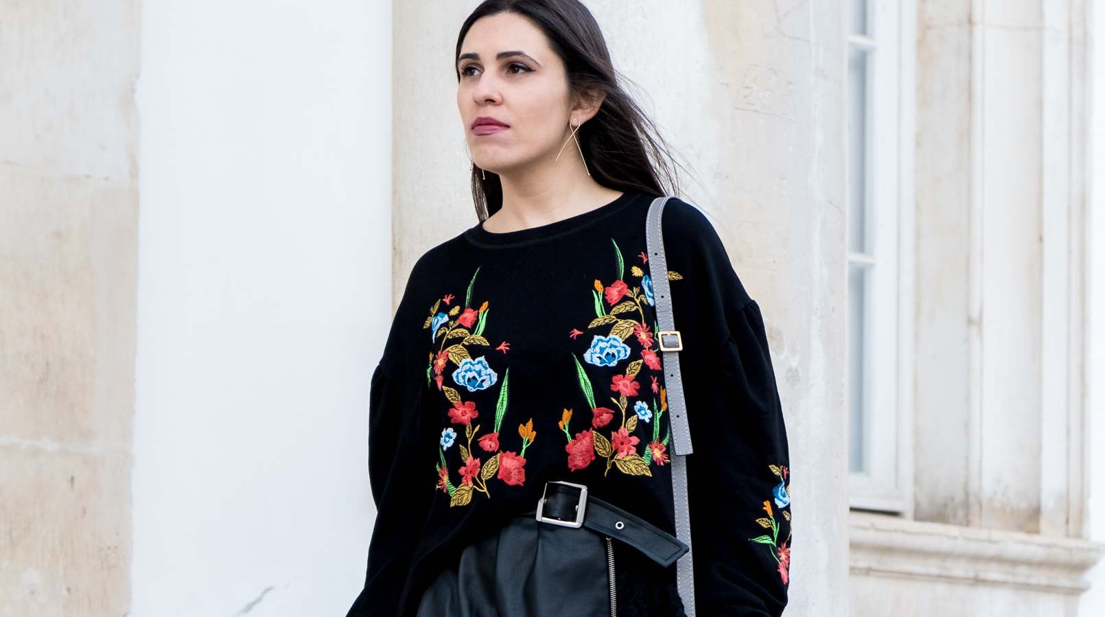 Le Fashionaire What we can learn from Ming Xi's fail on Victoria's Secret show black colorful flowers embroidered zara jumper fake leather black lace belt skirt zara chloe mini marcie grey leather bag gold hm earrings 3992F EN