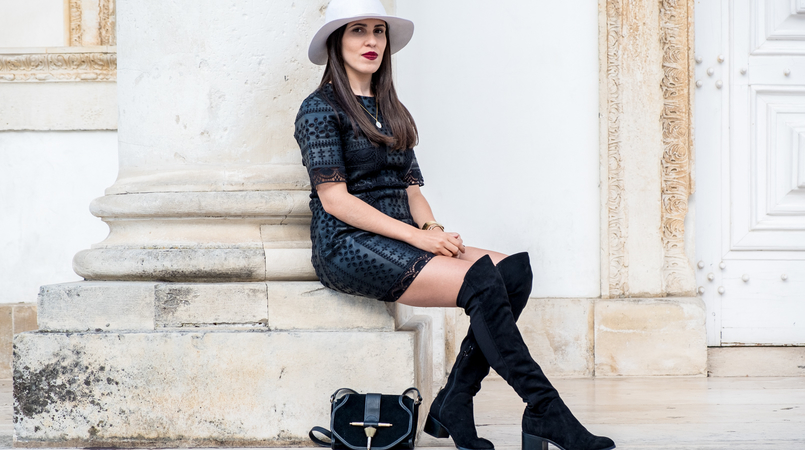 Le Fashionaire Wearing hats on fall: yay or nay? black fake leather zara flowers embroidered dress over knee black suede stradivarius boots clutch suede gold black zara 3177F EN 805x450