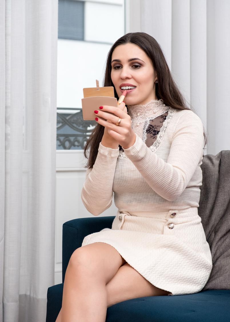 Le Fashionaire Os meus 3 must have da Yves Saint Laurent camisola la seda branco renda intimissimi saia branca botoes dourados mango batom nude dourado ysl 1040 PT 805x1128