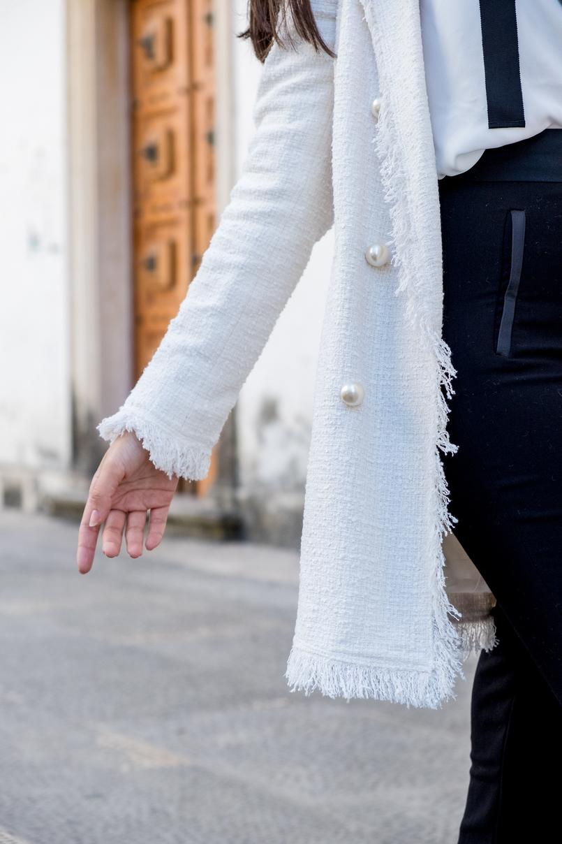Le Fashionaire Comprei uns sapatos brancos, e agora? casaco branco tweed comprido botoes perolas zara calcas pretas zara 3252 PT 805x1208