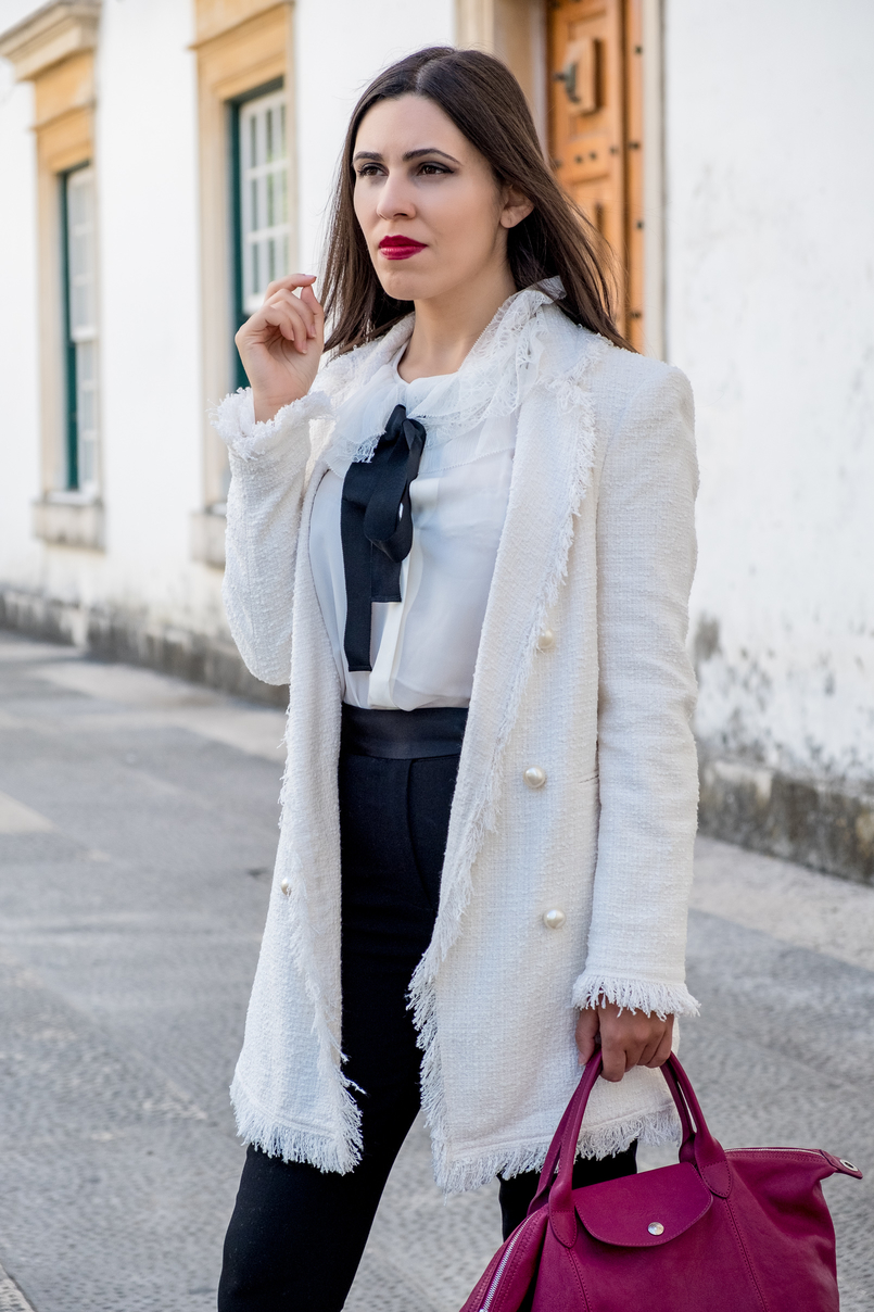 Le Fashionaire Comprei uns sapatos brancos, e agora? casaco branco tweed comprido botoes perolas zara camisa seda branca laco preto folhos rendas seda massimo dutti calcas pretas zara 3224 PT 805x1208