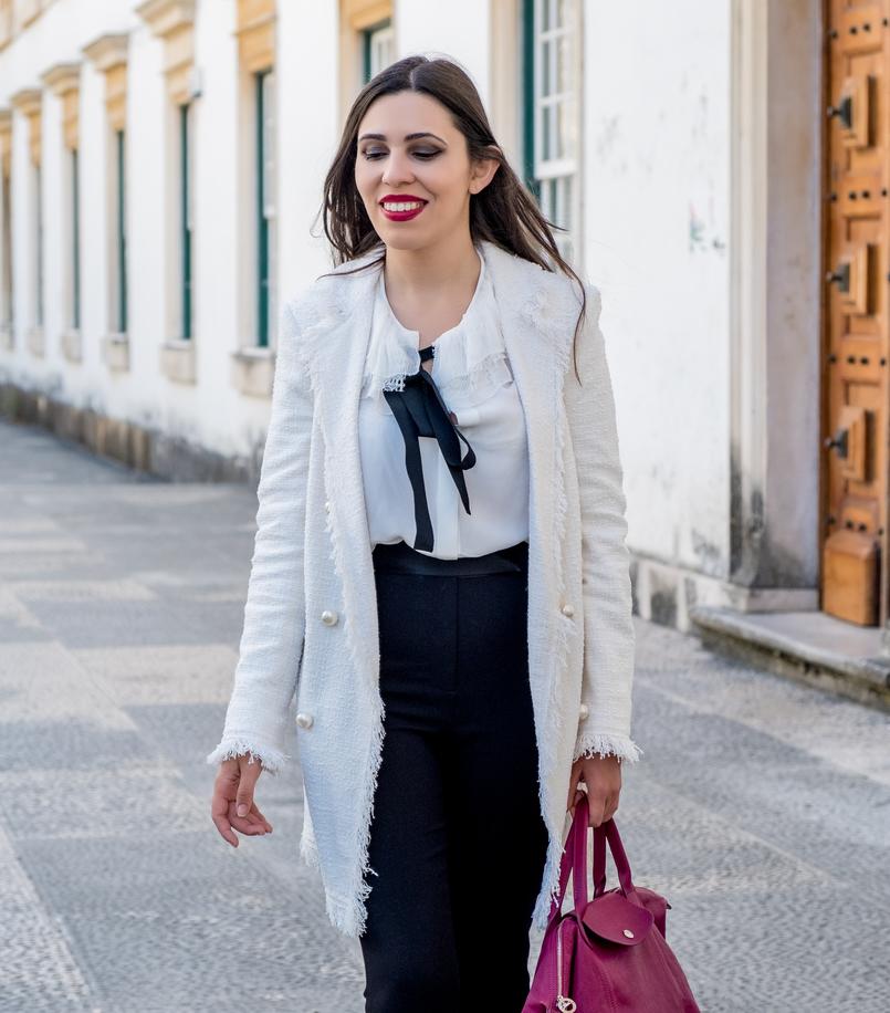Le Fashionaire Comprei uns sapatos brancos, e agora? casaco branco tweed comprido botoes perolas zara camisa seda branca laco preto folhos rendas seda massimo dutti calcas pretas zara 3286 PT 805x916