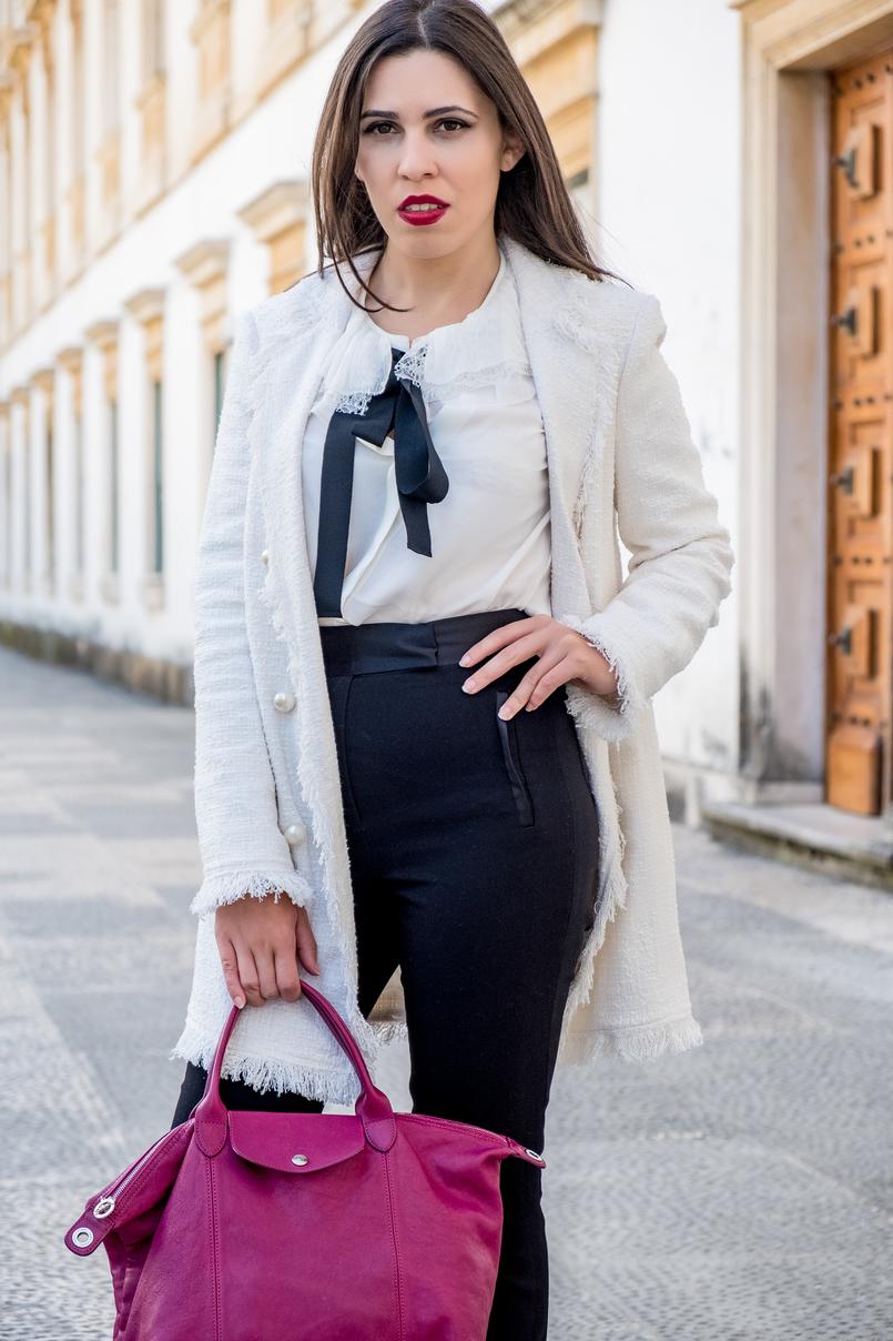 Le Fashionaire Comprei uns sapatos brancos, e agora? casaco branco tweed comprido botoes perolas zara camisa seda branca laco preto folhos rendas seda massimo dutti mala purpura longchamp le pliage cuir 3265 PT 805x1208