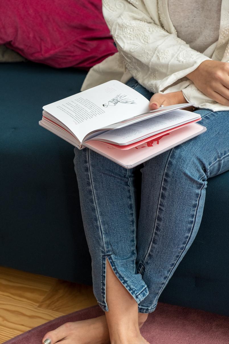 Le Fashionaire 4 livros essenciais para quem gosta de moda cinzento rosa little dictionary fashion christian dior casaco branco bordado mango calcas ganga clara nakd livro 1251 PT 805x1208