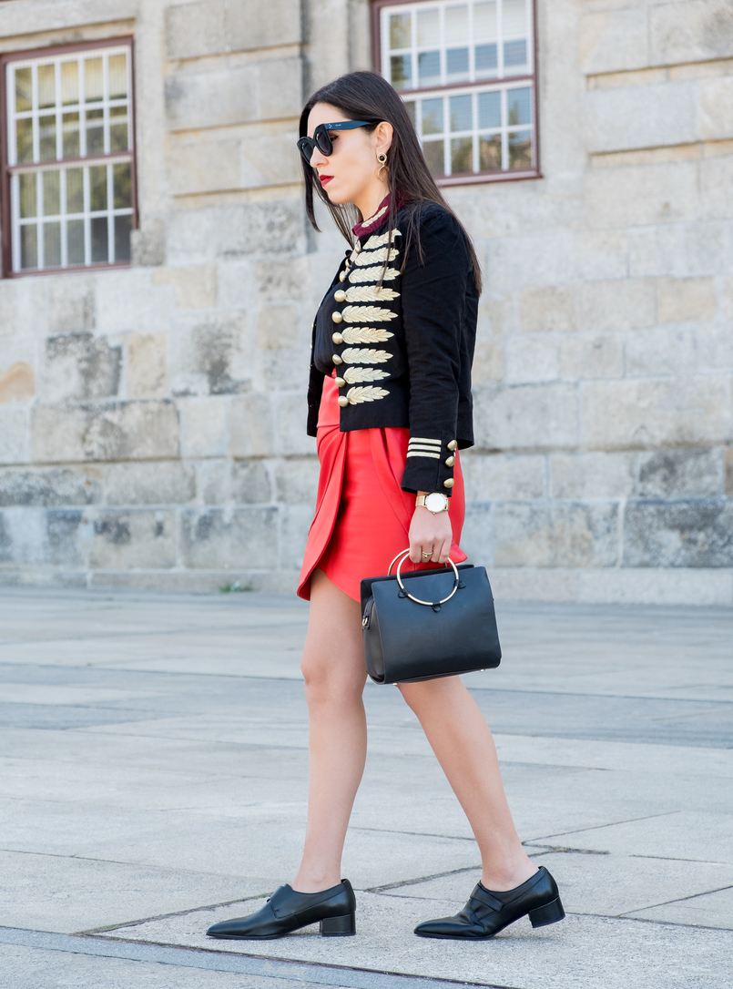 Le Fashionaire Personal: internet is an edited reality dark blue red gold embroidered buttons minusey military jacket black leather men like zara shoes gold hoop black zara bag 3712 EN 805x1086