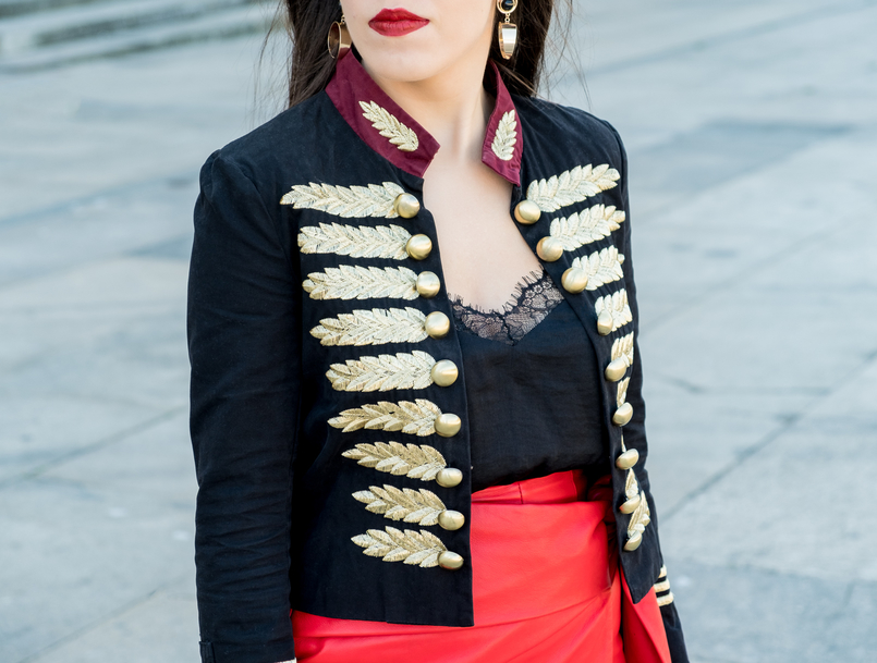 Le Fashionaire Personal: internet is an edited reality dark blue red gold embroidered buttons minusey military jacket shein lace black top gold bold black mango earrings 3702 EN 805x609