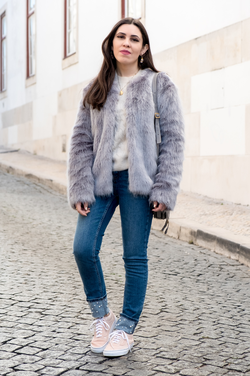 Le Fashionaire What to shop for on black friday (with discount codes) denim zara jeans white pearls faux fur light blue bershka coat cinco gold world map necklace light pink suede gold dots vans 2907 EN 805x1208