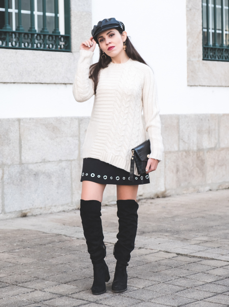 Le Fashionaire How to wear an oversized knit in a feminine way eights wool mango white jumper Eyelets black michael kors skirt black suede stradivarius over knee boots 2411 EN 805x1077