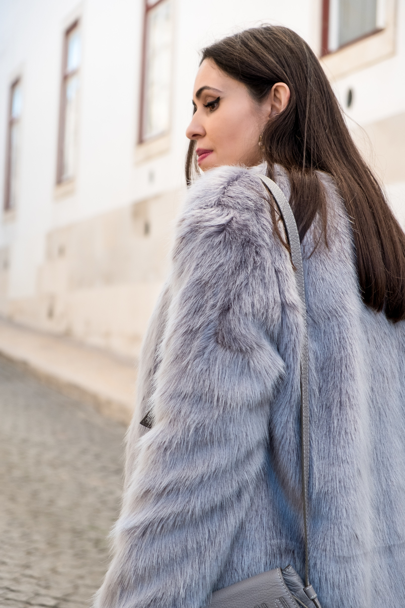 Le Fashionaire What to shop for on black friday (with discount codes) faux fur light blue bershka coat 3034 EN 805x1208