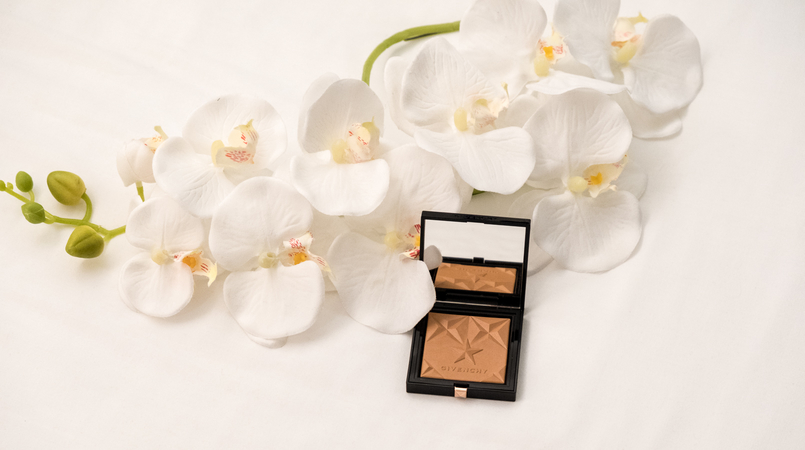 Le Fashionaire Givenchy Les Saisons: The healthy glow powder you need now givenchy healthy glow powder stars les saisons givenchy black logo box 3647F EN 805x450