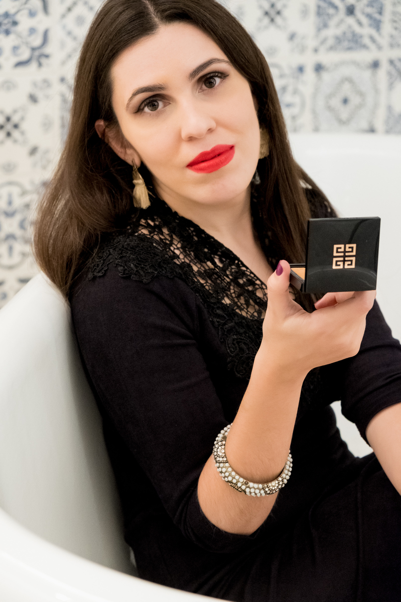Le Fashionaire Givenchy Les Saisons: The healthy glow powder you need now givenchy healthy glow powder stars les saisons givenchy black logo box suede embroidered black dress gold tassels earrings hm pearls bracelet accessorize 3581 EN 805x1208