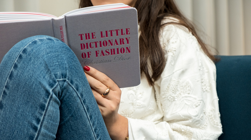 Le Fashionaire 4 fashion books you need now grey pink book little dictionary fashion christian dior white embroidered oversized mango jacket denim nakd jeans book 1261F EN 805x450