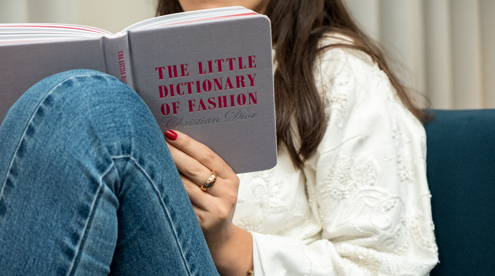 Le Fashionaire 4 fashion books you need now grey pink book little dictionary fashion christian dior white embroidered oversized mango jacket denim nakd jeans book 1261F EN