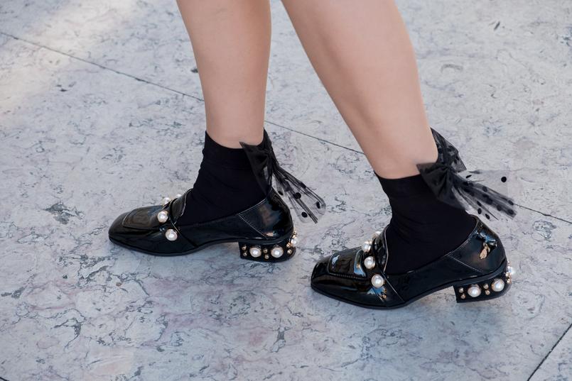 Le Fashionaire Onde comprar as meias mais giras para o outono? meias pretas laco bolas transparente calzedonia sapatos pretos verniz perolas salto shein 1836 PT 805x537