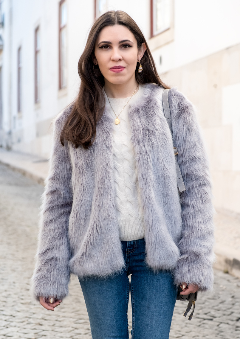 Le Fashionaire What to shop for on black friday (with discount codes) nude cozy eights cashmere mango knit denim zara jeans white pearls faux fur light blue bershka coat cinco gold world map necklace 2909 EN 805x1134