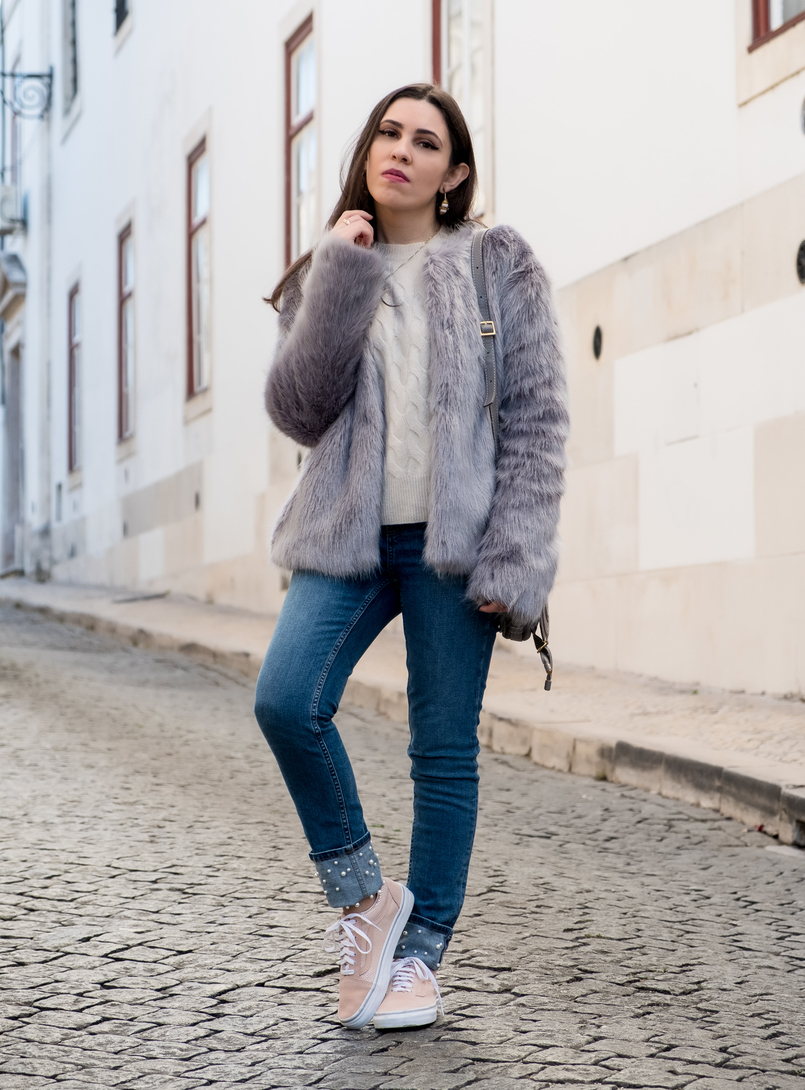 Le Fashionaire What to shop for on black friday (with discount codes) nude cozy eights cashmere mango knit denim zara jeans white pearls faux fur light blue bershka coat light pink suede gold dots vans 3037 EN 805x1090