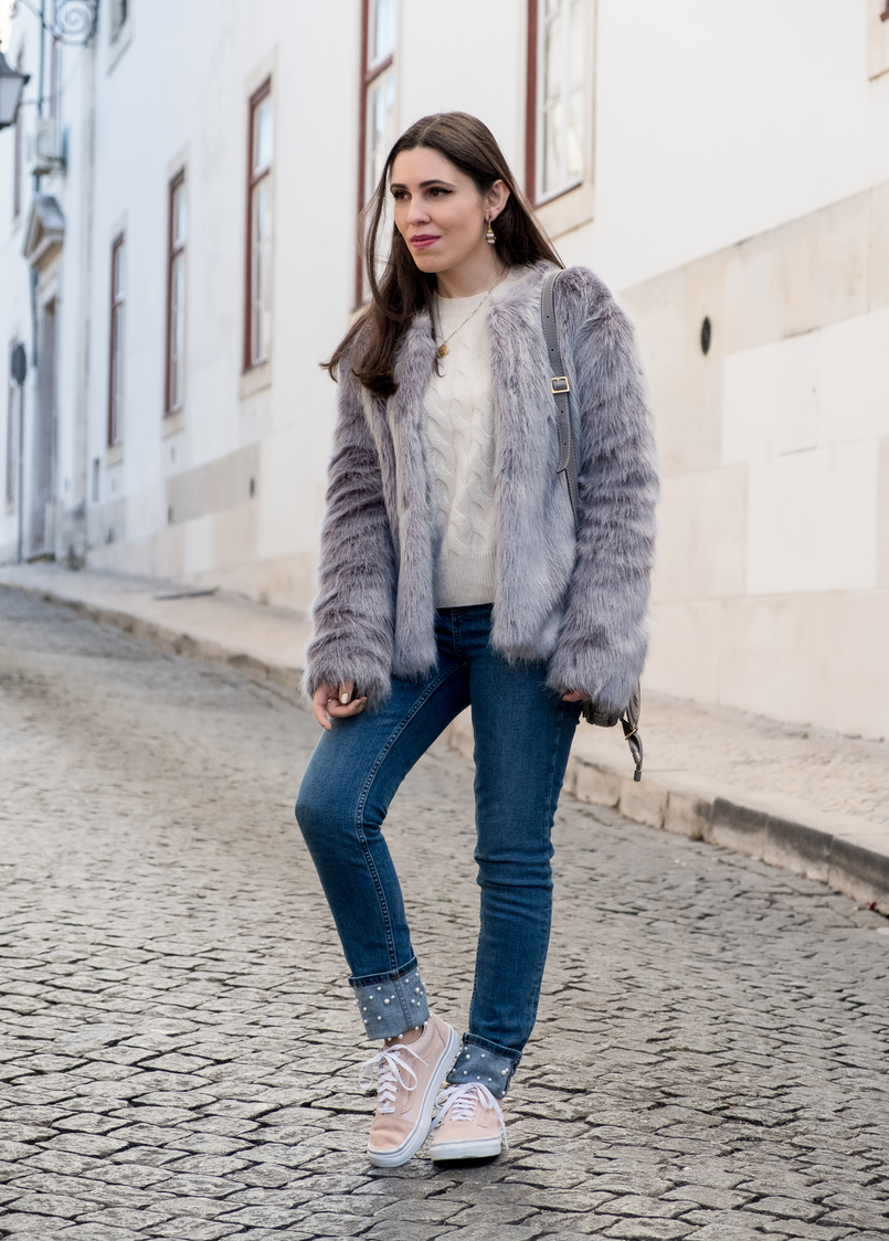 Le Fashionaire What to shop for on black friday (with discount codes) nude cozy eights cashmere mango knit faux fur light blue bershka coat cinco gold world map necklace light pink suede gold dots vans 3040 EN 805x1124
