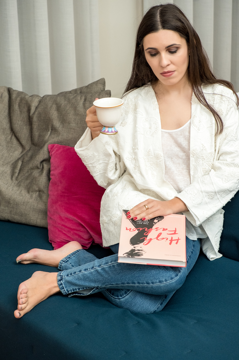 Le Fashionaire 4 fashion books you need now pink red high fashion book linen white zara tank top white embroidered oversized mango jacket denim nakd jeans beauty beast tea cup book 1194 EN 805x1208