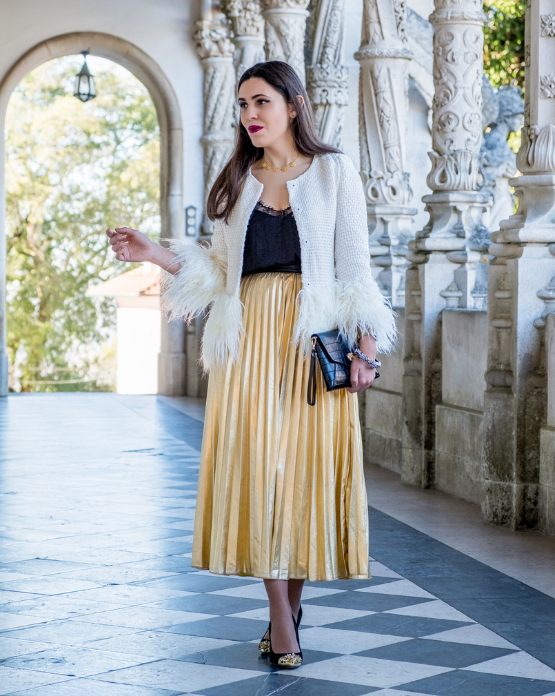 Le Fashionaire What to wear on christmas? pleated gold shein skirt gold pointed spikes black zara heels portuguese filigree gold pearls chic necklace 2716 EN 805x1009
