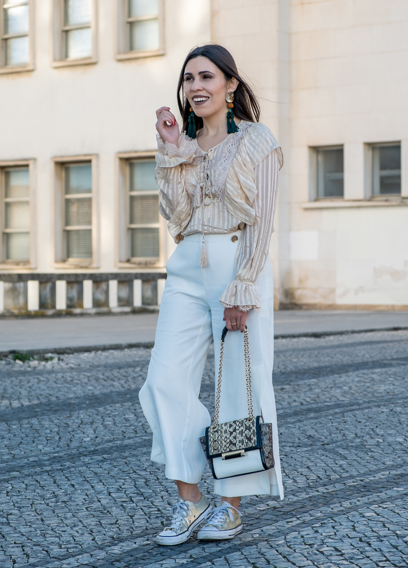 Le Fashionaire 3 reasons why i love silk blouses silk nude stripes ribbons silk uterque blouse white gold buttons zara trousers all stars converse gold sneakers 0677 EN 805x1122