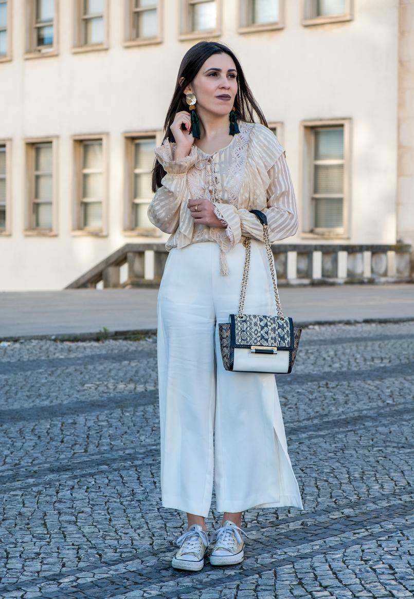 Le Fashionaire 3 reasons why i love silk blouses silk nude stripes ribbons silk uterque blouse white gold buttons zara trousers dark green gold bold zara tassels earrings 0700 EN 805x1166
