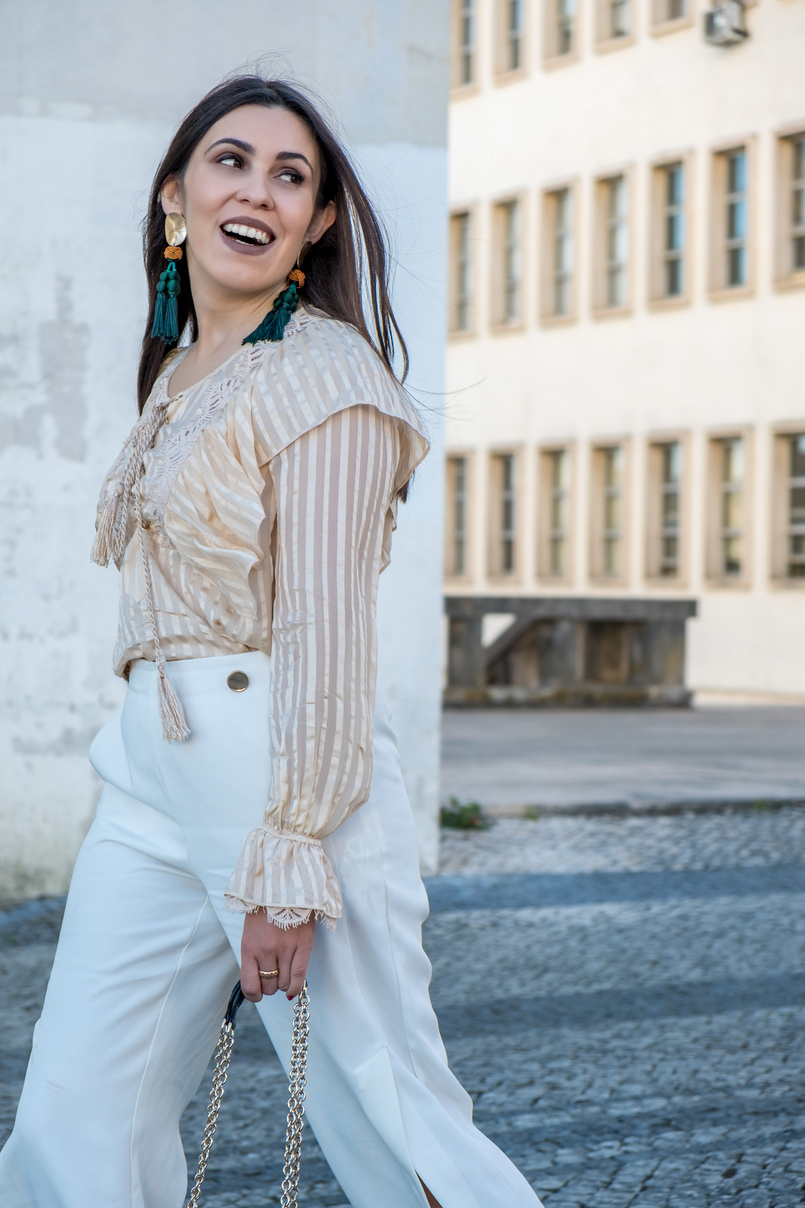 Le Fashionaire 3 reasons why i love silk blouses silk nude stripes ribbons silk uterque blouse white gold buttons zara trousers dark green gold bold zara tassels earrings 0718 EN 805x1208
