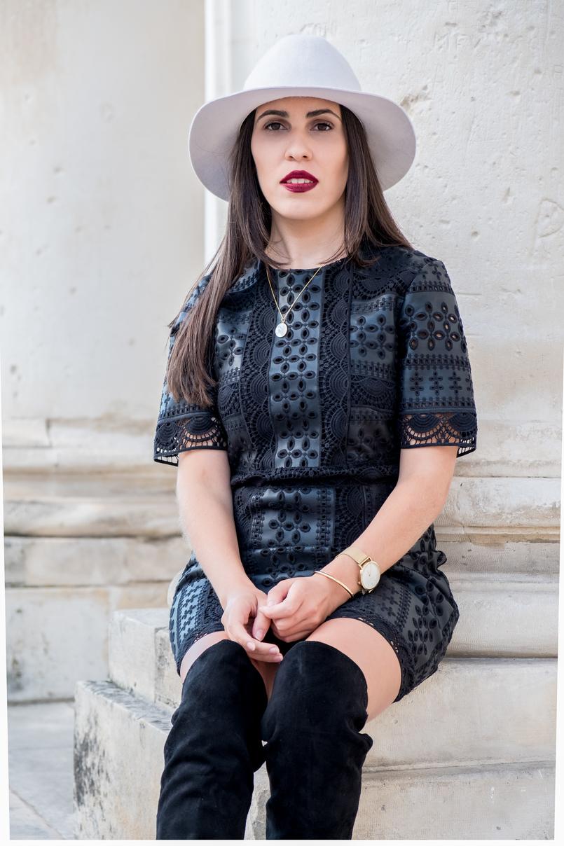 Le Fashionaire Usar chapéu no outono: sim ou não? vestido preto bordado tipo pele flores zara chapeu la branco hm relogio dourado rosefield watches pulseira dourada kate spade 3170 PT 805x1208