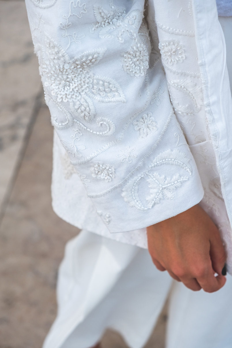Le Fashionaire 3 tips to wear total white on fall wembroidered cotton sequins mango cardigan white 5878 EN 805x1208