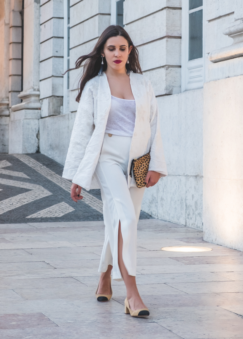 Le Fashionaire 3 tips to wear total white on fall wembroidered cotton sequins mango cardigan zara gold buttons culottes black zara chanel inspired shoes linen zara tank top white 5895 EN 805x1122