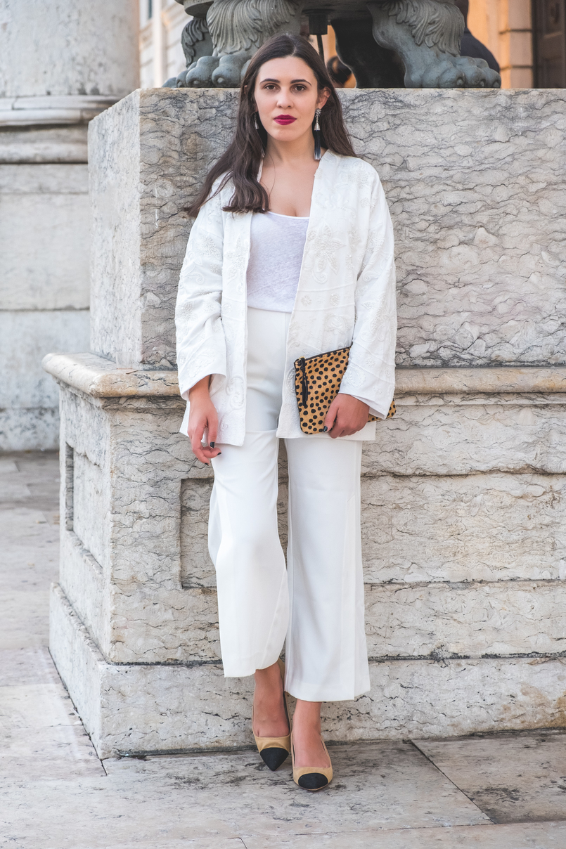 Le Fashionaire 3 tips to wear total white on fall wembroidered cotton sequins mango cardigan zara gold buttons culottes linen zara tank top leopard fur leather leopard clutch white 5932 EN 805x1208
