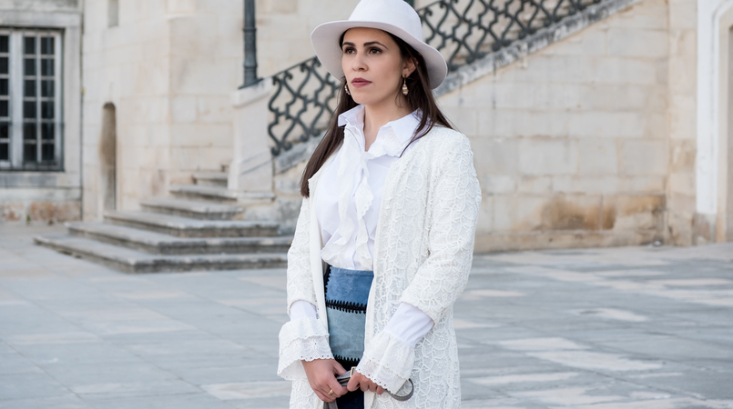 Le Fashionaire Can short women wear over the knee boots? white cotton swiss embroidered ruffles uterque shirt white lace maxi cardigan zara white wool hat patchwork leather blue skirt 0905F EN 805x450