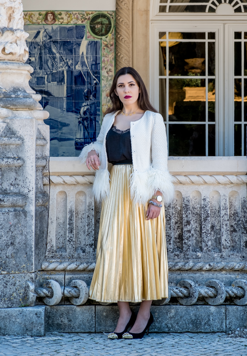 Le Fashionaire What to wear on christmas? white gold feathers shein jacket black lace top shein gold pointed spikes black zara heels portuguese filigree gold pearls chic necklace 2837 EN 805x1157