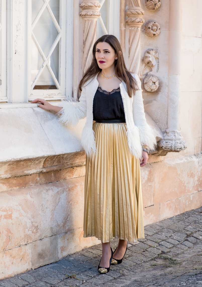 Le Fashionaire What to wear on christmas? white gold feathers shein jacket black lace top shein gold pointed spikes black zara heels portuguese filigree gold pearls chic necklace 2863 EN 805x1144