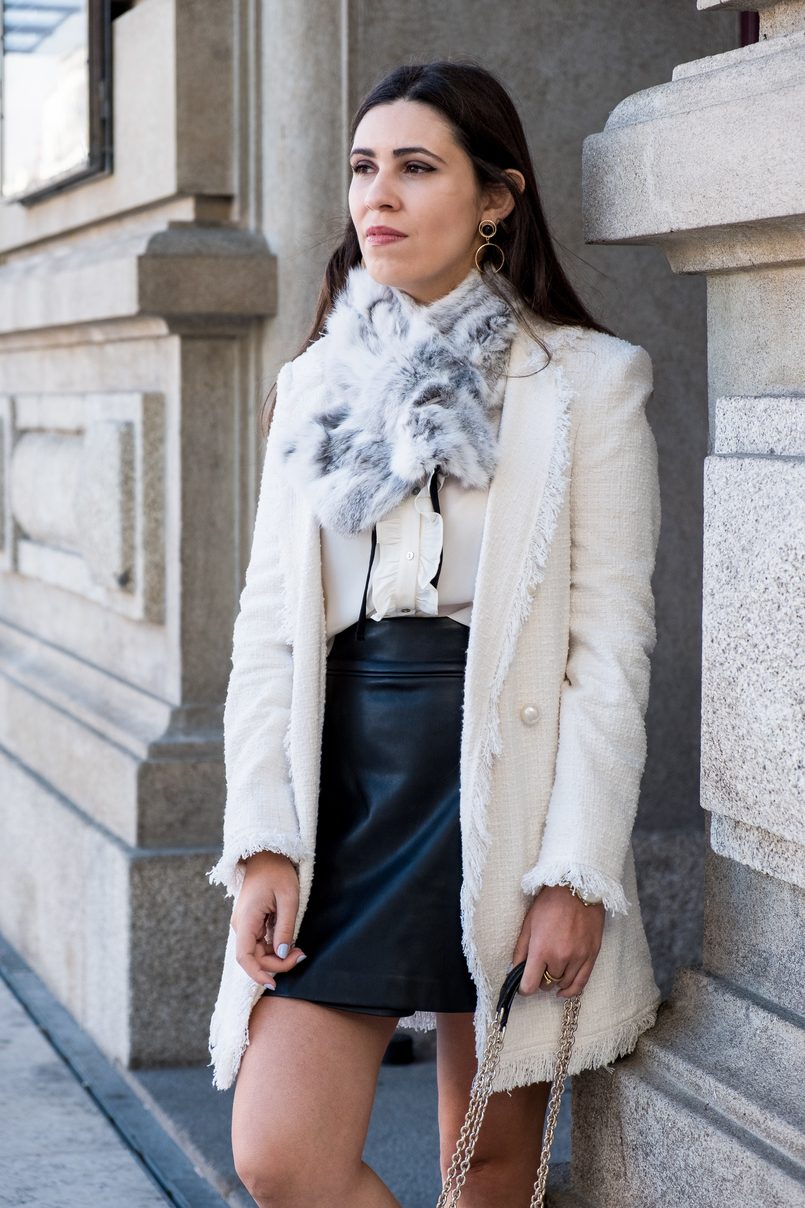 Le Fashionaire Where to find cool socks for fall? white tweed coat pearls buttons zara white black bow neck zara shirt buttons black zara skirt fur grey white sfera stole gold bold mango earrings 1884 EN 805x1208