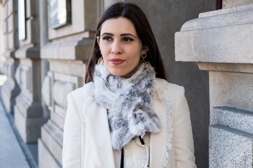 Le Fashionaire Where to find cool socks for fall? white tweed coat pearls buttons zara white black bow neck zara shirt fur grey white sfera stole gold bold mango earrings 1914 EN 805x537