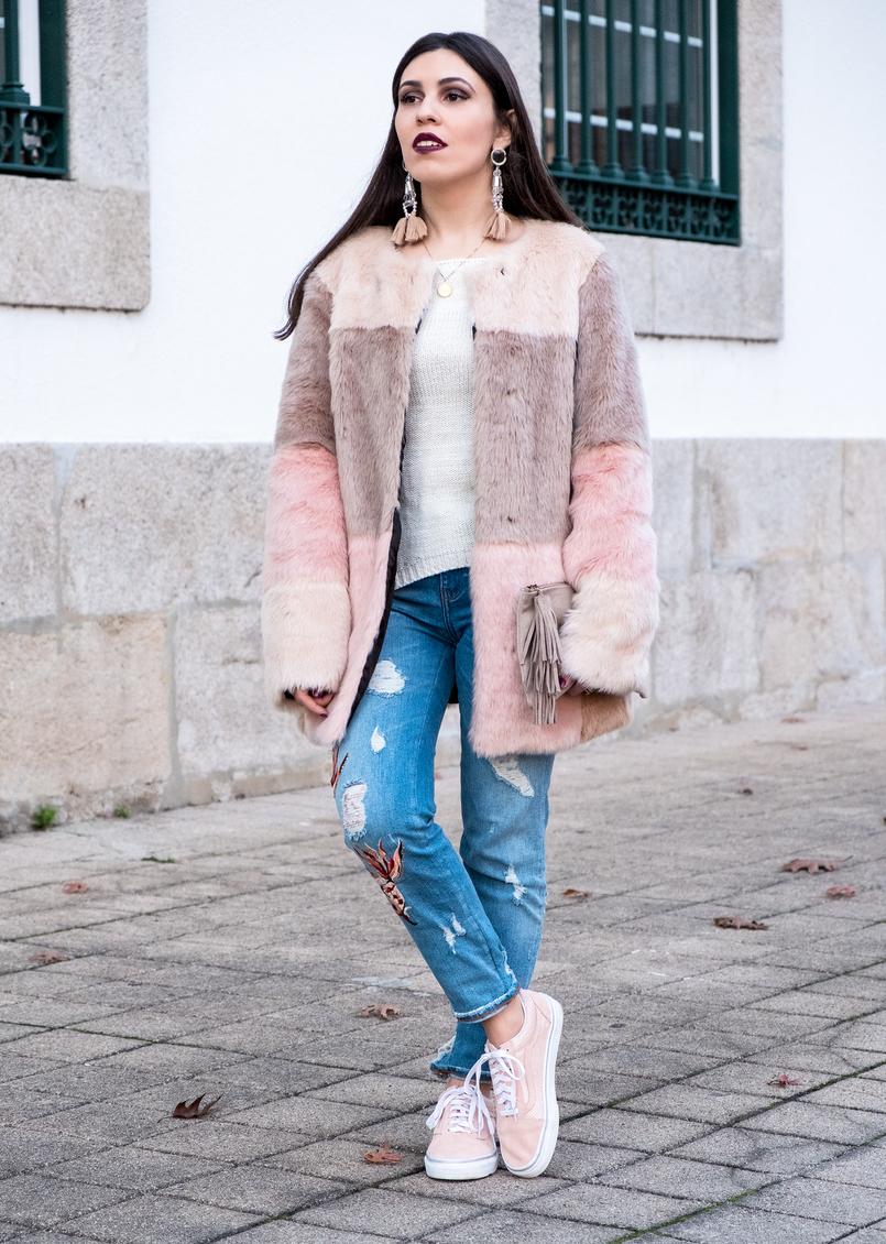 Le Fashionaire O melhor do inverno são os casacos casaco pelo comprido rosa preto bege asos calcas ganga clara bordados rosa peixes zara sapatilhas rosa pintinhas douradas camurca vans 3288 PT 805x1130